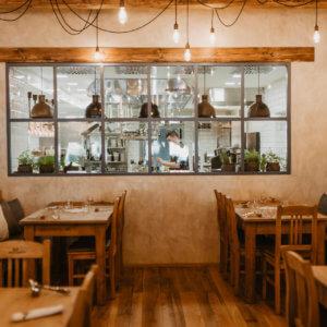 Pohled do kuchyně - Restaurace - Angusfarm Soběsuky