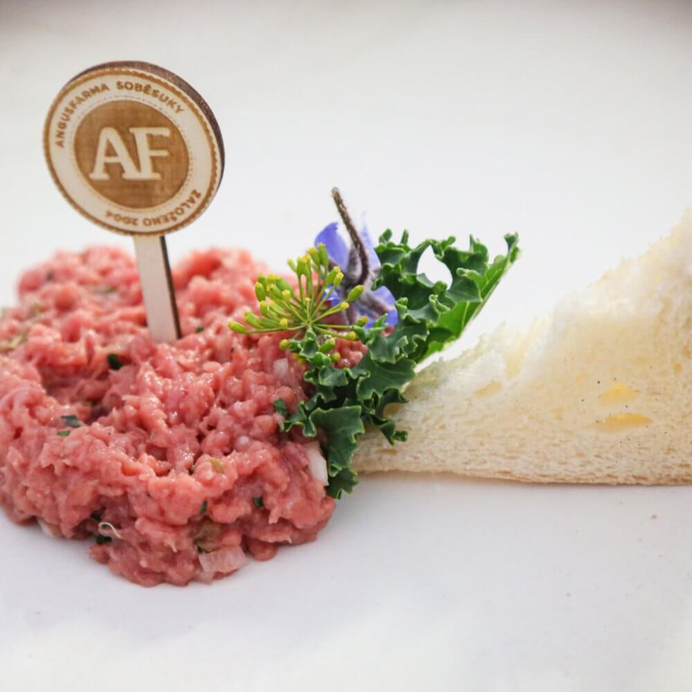 Tatarský biftek z hovězího masa