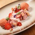 Jahodový parfait, Choux au Craquelin, krém z růžové čokolády
